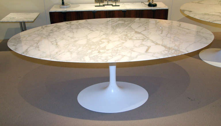 Large oval marble tulip dining table by eero saarinen for for Tulip dining table