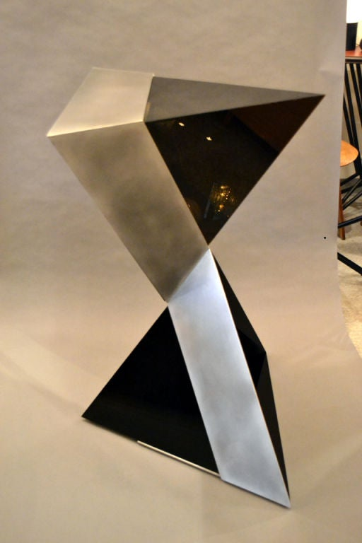 Lucite and Aluminium Pyramidal Sculpture by Duayne Hatchett, USA 1980 In Excellent Condition For Sale In New York, NY
