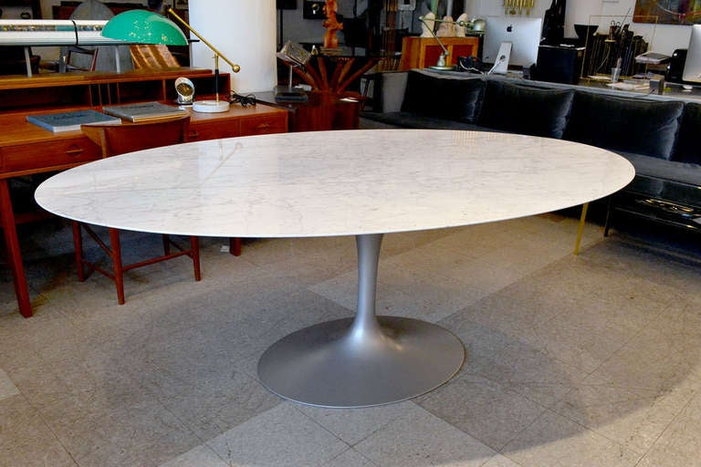 The Classic Saarinen Tulip Dining Table Has An Arabescato Marble Top And  Platinum Base. Knoll