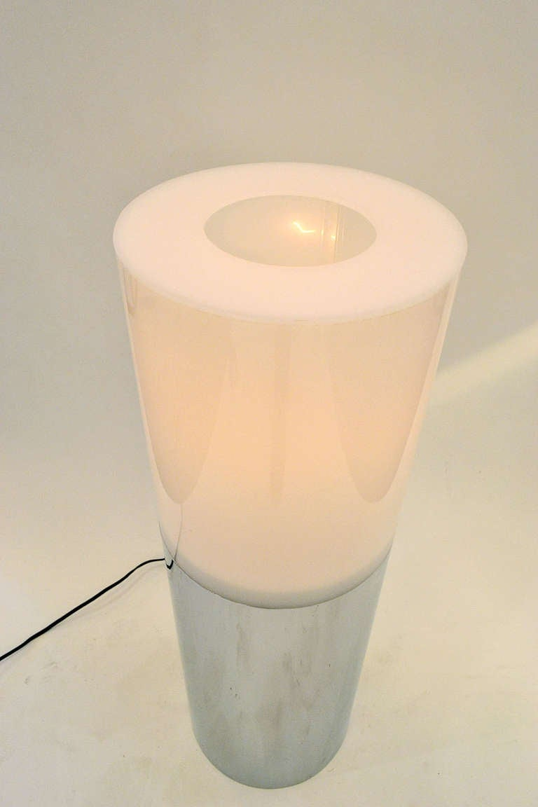 American Mid-Century Lucite and Chrome Cylindrical Lamp by Sonneman, USA 1970s For Sale
