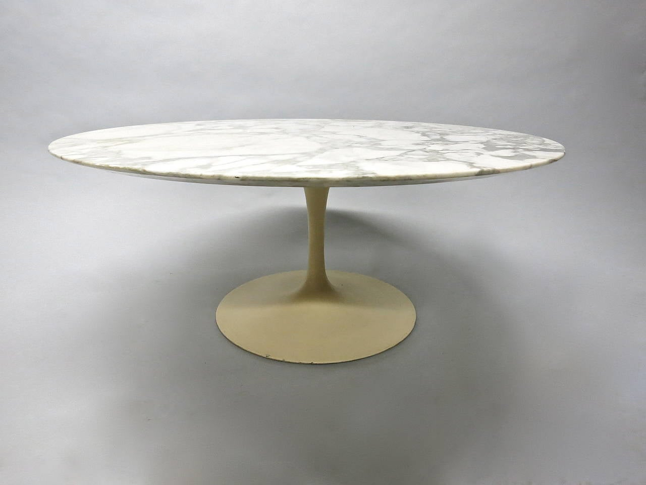 Round Marble Coffee Table Designed By Eero Saarinen For Knoll Usa Circa 1960 At 1stdibs
