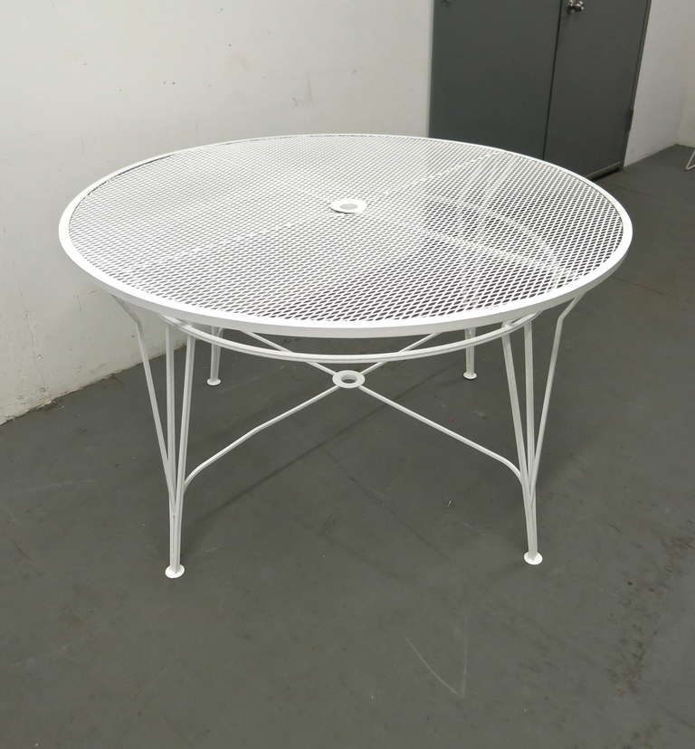 Ordinaire Round Dining Table By Salterini Has Been Powder Coated White.