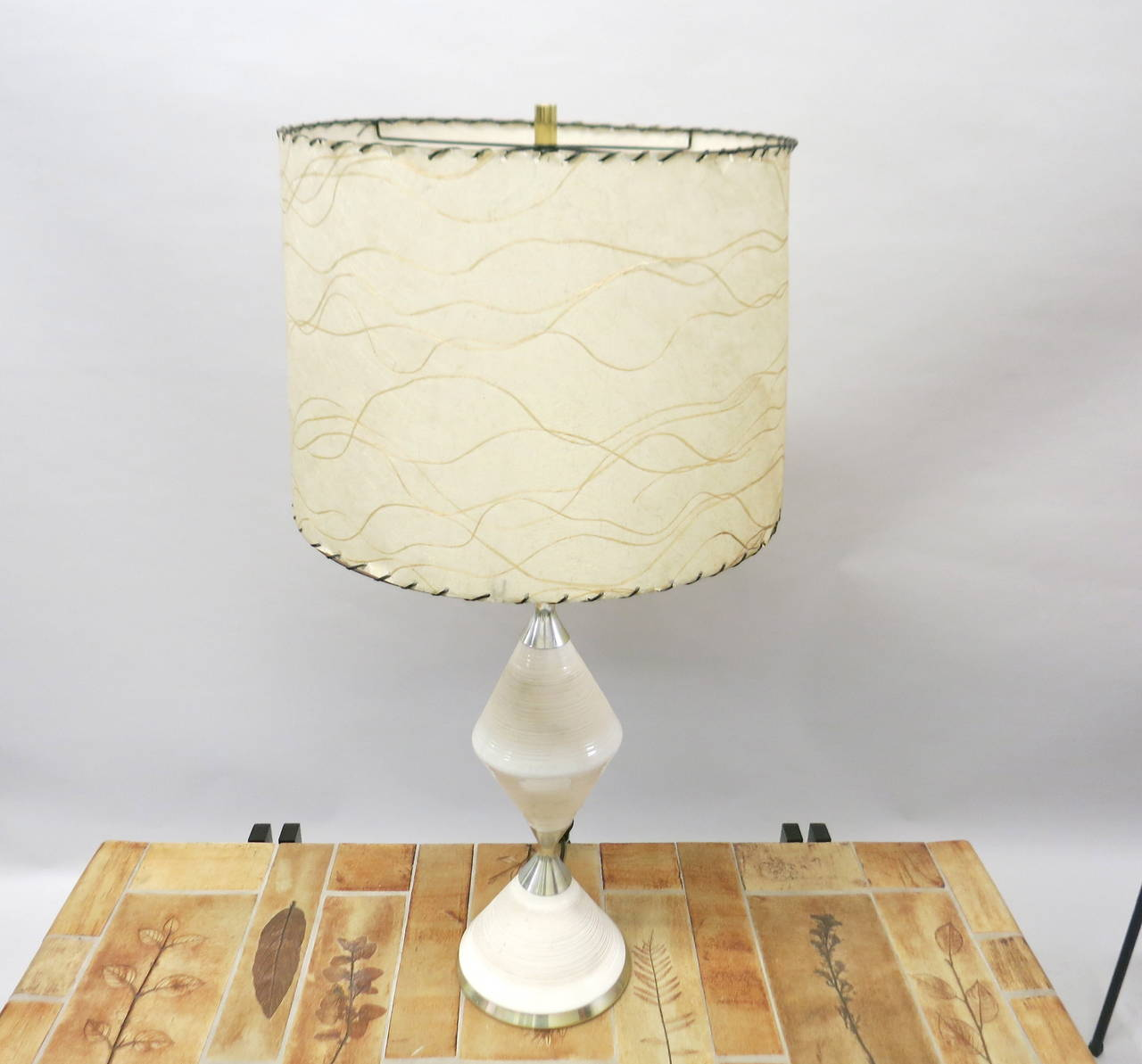 table lamp by gerald thurston for lightolier made in usa circa 1950. Black Bedroom Furniture Sets. Home Design Ideas