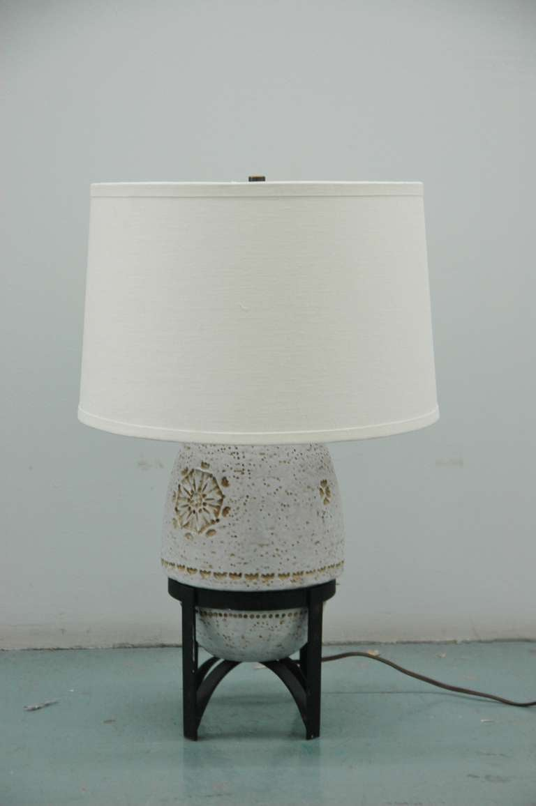 A Italian table lamp by Bitossi for Raymor. The ceramic piece sits on a removable black metal frame. Base of lamp is marked with