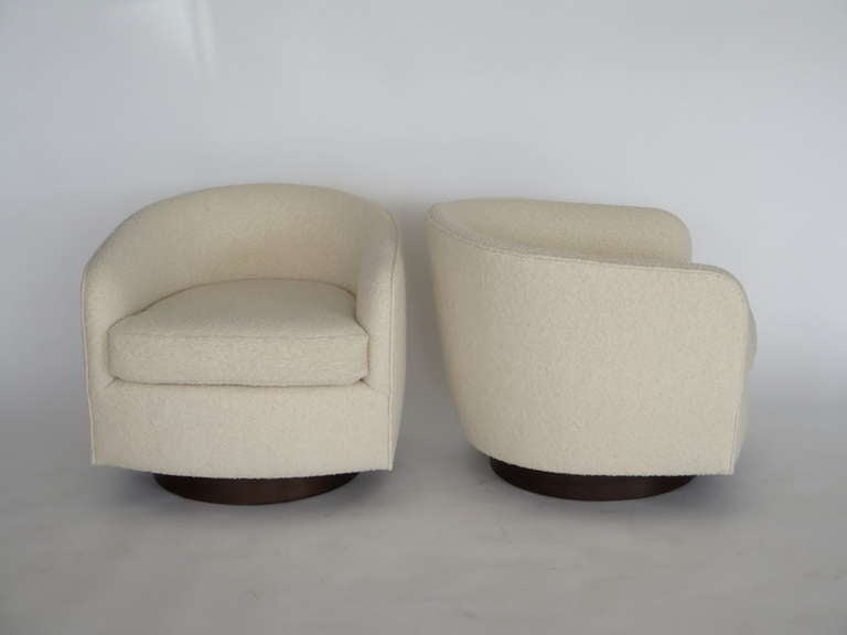 American Swivel Chairs in the Style of Milo Baughman For Sale