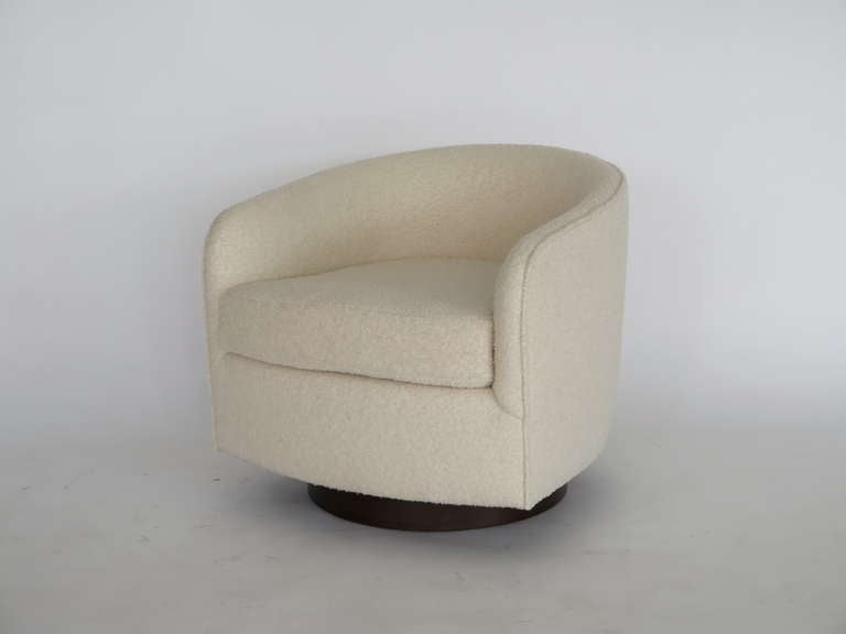 Swivel Chairs in the Style of Milo Baughman In Excellent Condition For Sale In Los Angeles, CA