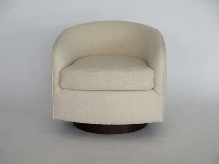 Contemporary Swivel Chairs in the Style of Milo Baughman For Sale