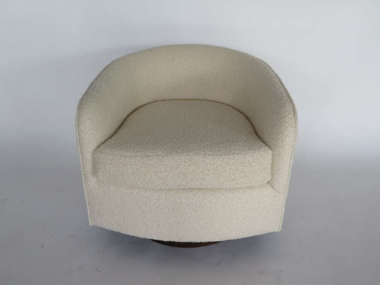 Swivel Chairs in the Style of Milo Baughman For Sale 3