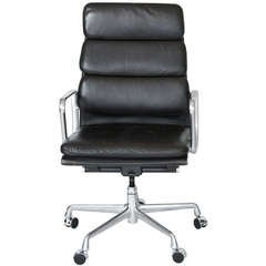 Eames Soft Pad Desk Chair