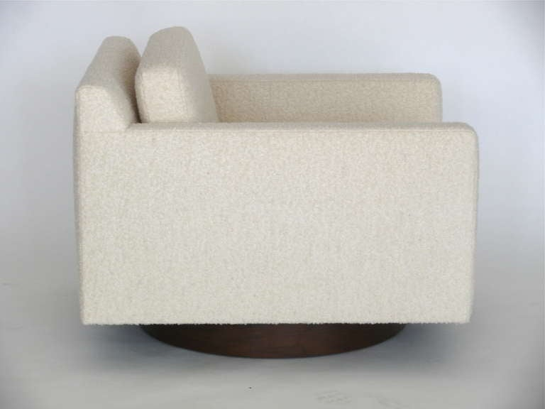 Square Wool Boucle Swivel Chairs In Excellent Condition For Sale In Los Angeles, CA