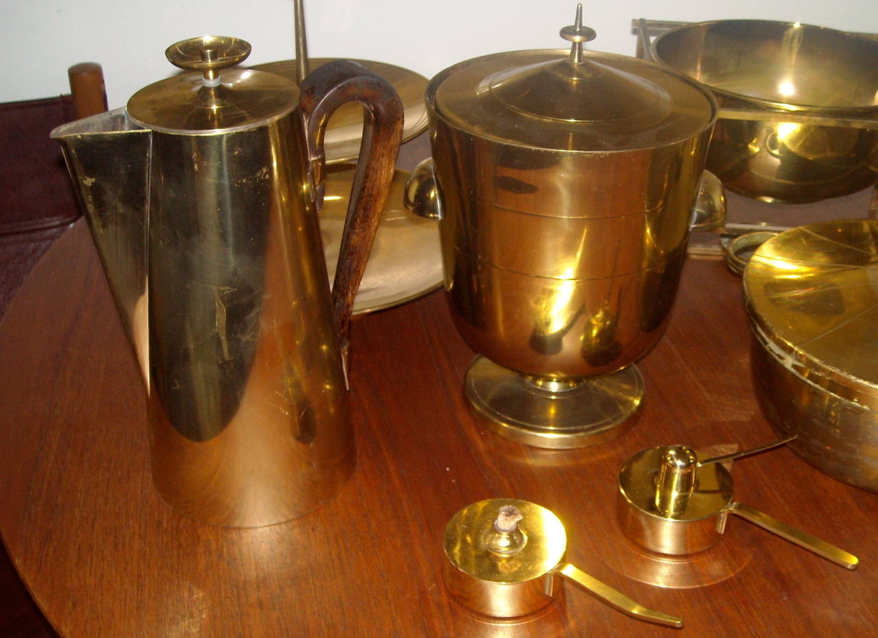 Modern Large Set of Tommi Parzinger Dining Ware for Dorlyn Silversmith, in Brass For Sale