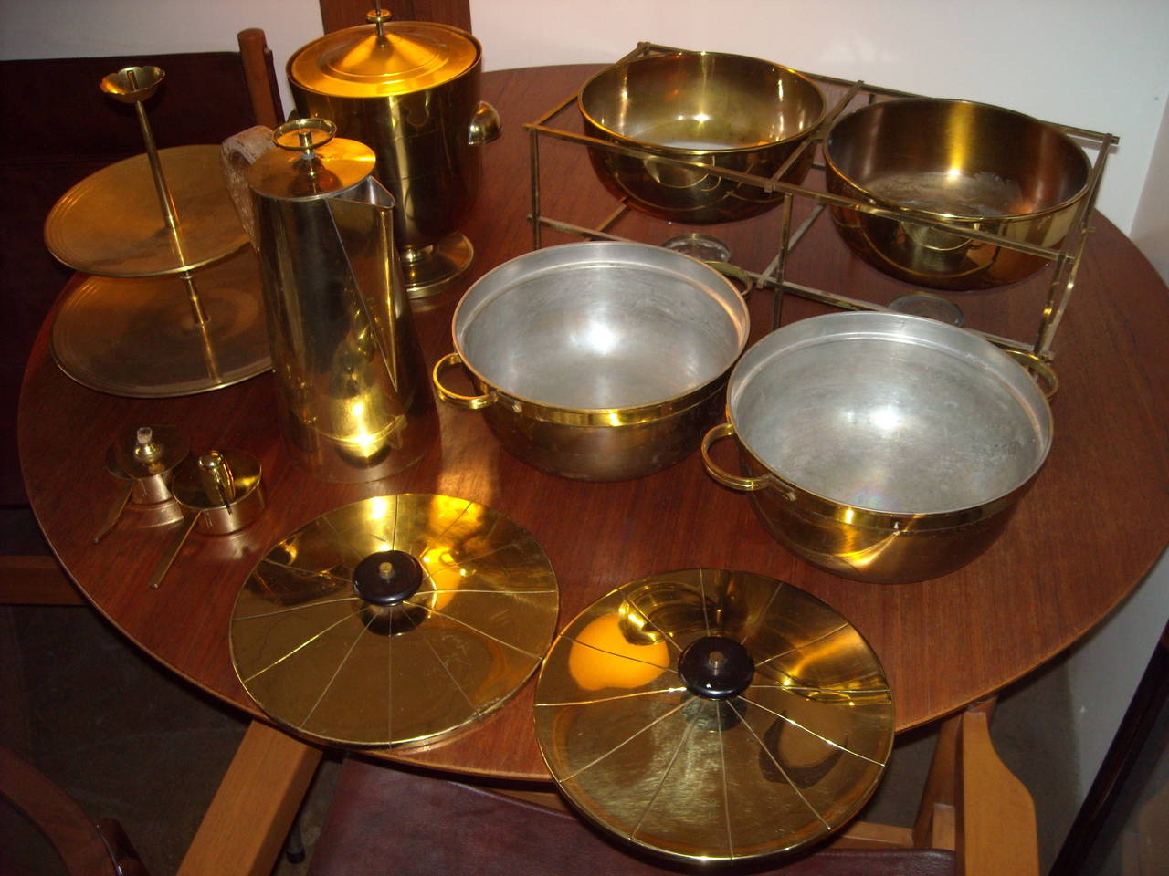 Large Set of Tommi Parzinger Dining Ware for Dorlyn Silversmith, in Brass For Sale 2