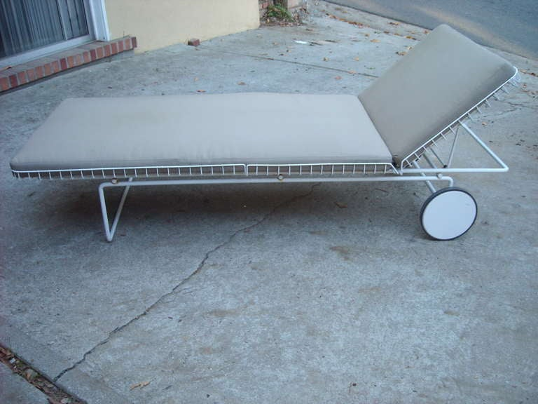 Richard Schultz Early Wire Chaise Lounge For Knoll Patio