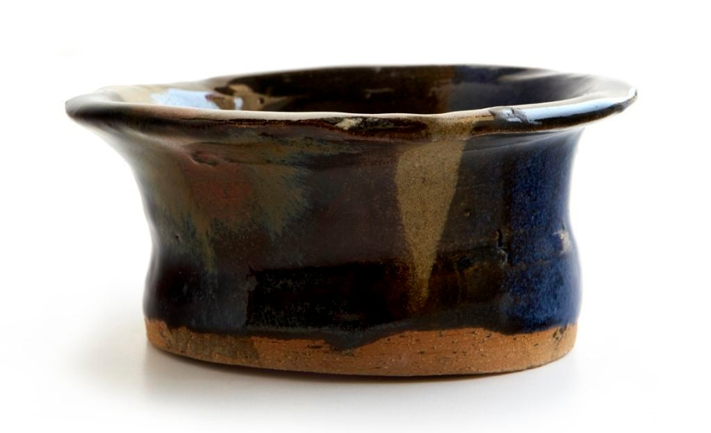 Not only has the talented Gwyneth Paltrow won an Academy Award, a Golden Globe Award, and two Screen Actors Guild Awards, she is also evidently quite good at making ceramics! Who knew? Ms. Paltrow made this rather lovely little bowl 24 years ago