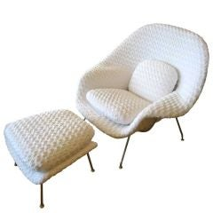 Stunning Eero Saarinen for Knoll Womb Chair with Ottoman