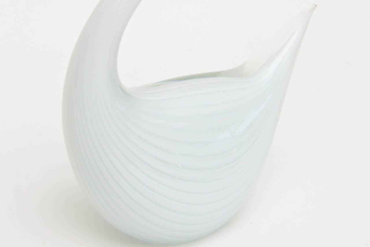 Murano Seguso White Swan Glass Sculpture In Good Condition For Sale In North Miami, FL