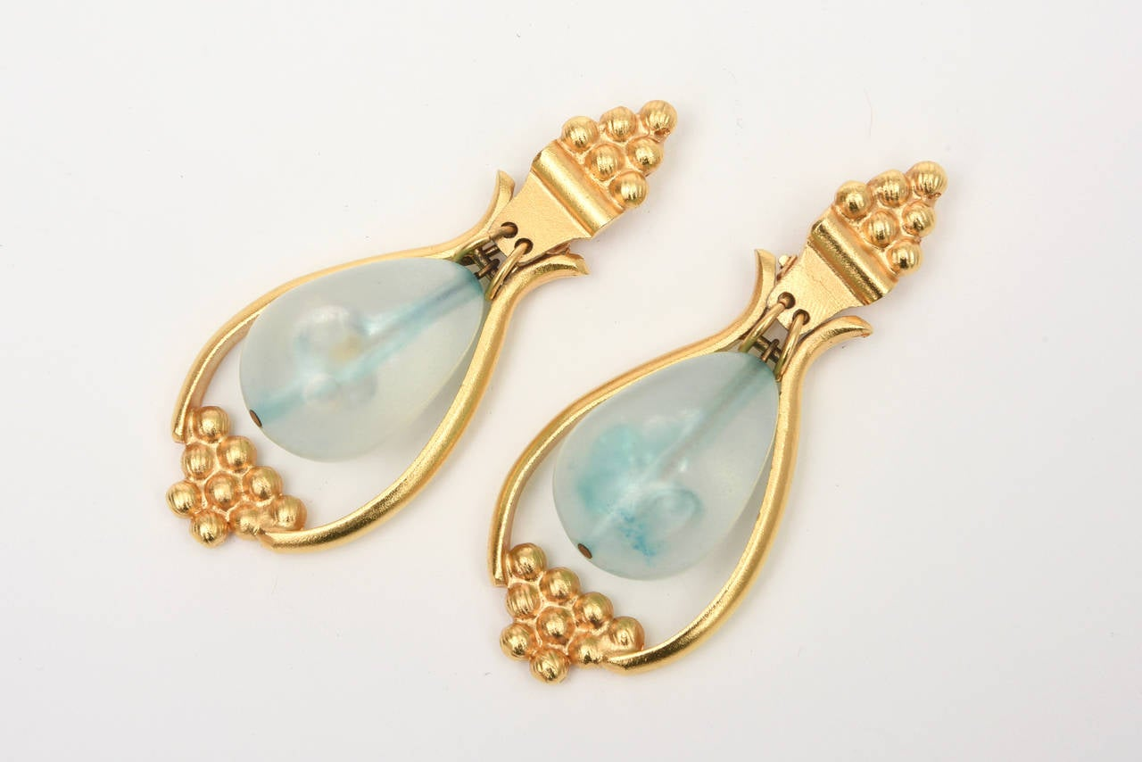 Gold Plated And Resin Drop Dangle Clip On Earrings Pair Of  In Good Condition For Sale In North Miami, FL