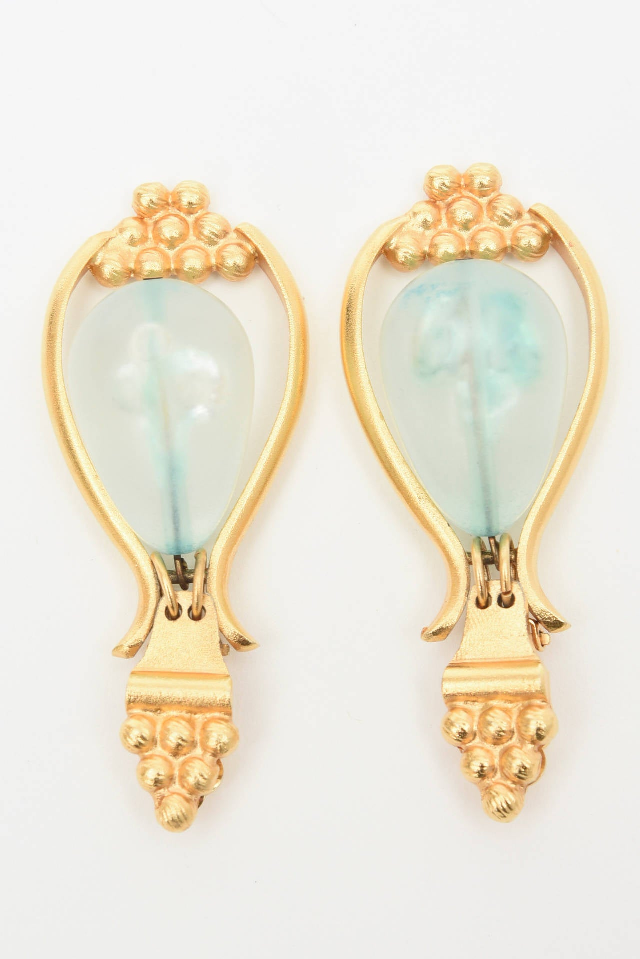 Gold Plated And Resin Drop Dangle Clip On Earrings Pair Of  For Sale 2