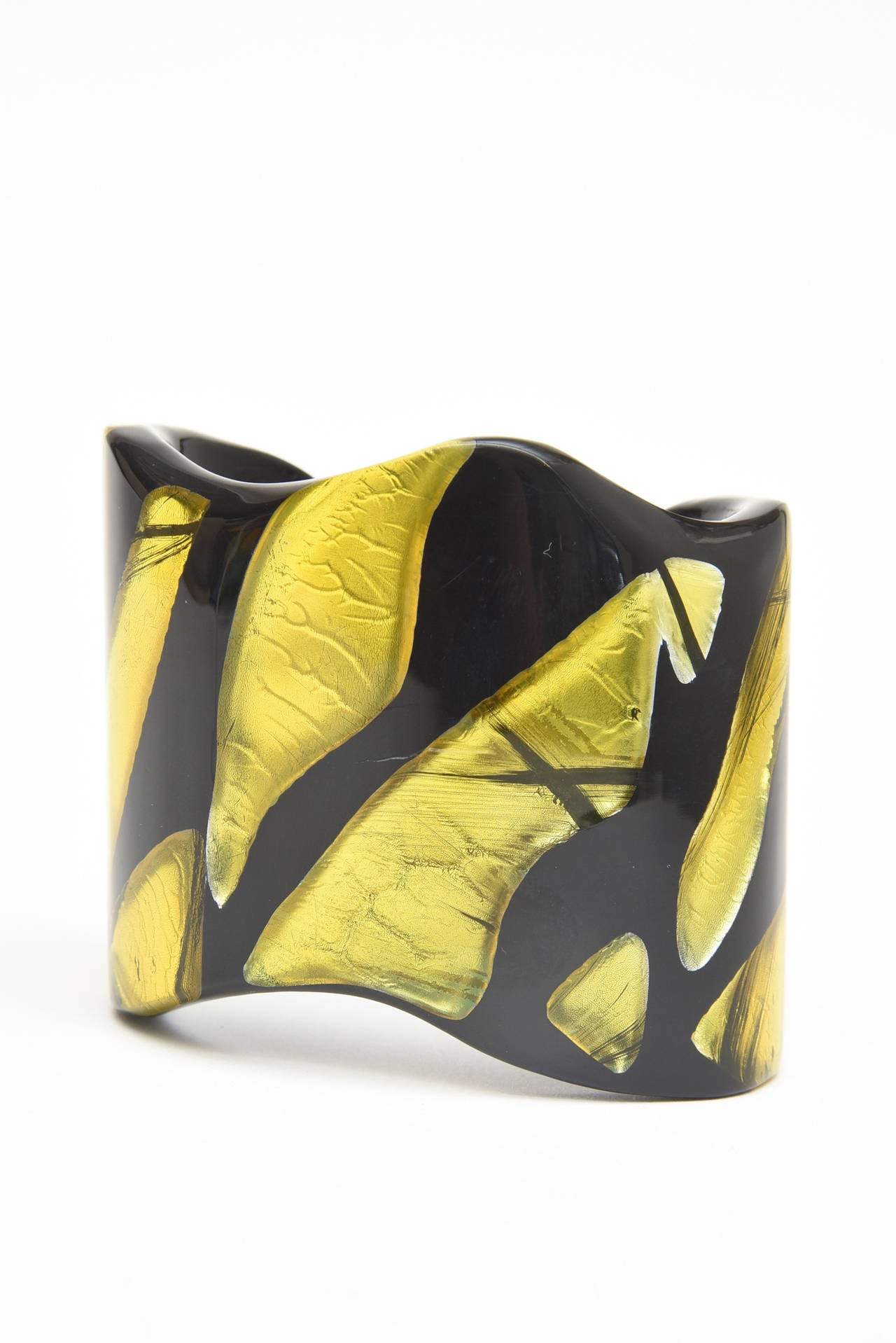 Frank Vigneri Signed Plexiglass Sculptural Cuff Bracelet Italian  For Sale 1