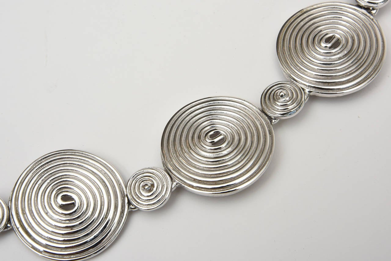 Signed Alexis Kirk Sculptural Disk Necklace In Excellent Condition For Sale In North Miami, FL