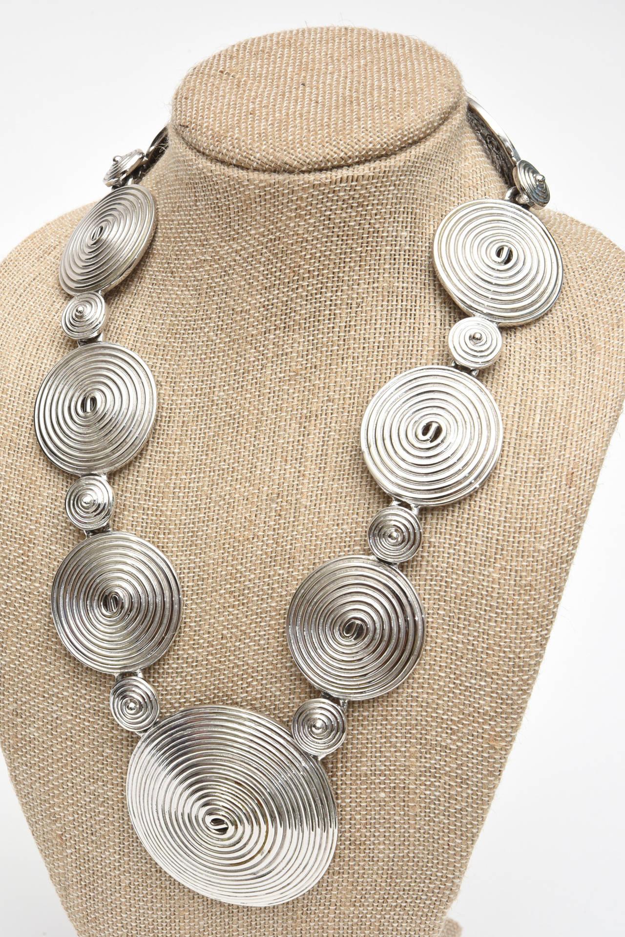 Signed Alexis Kirk Sculptural Disk Necklace For Sale 3