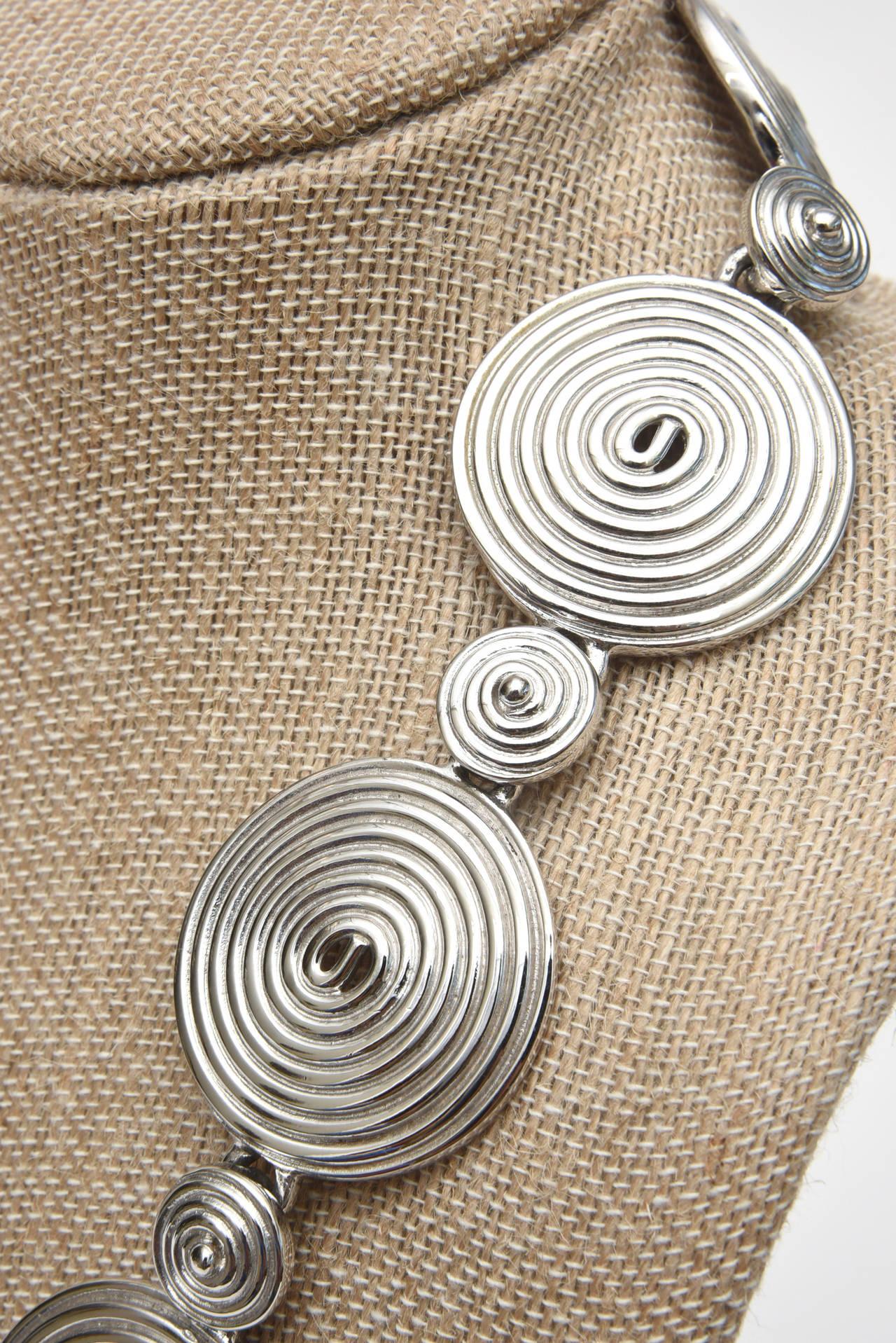 Signed Alexis Kirk Sculptural Disk Necklace For Sale 4