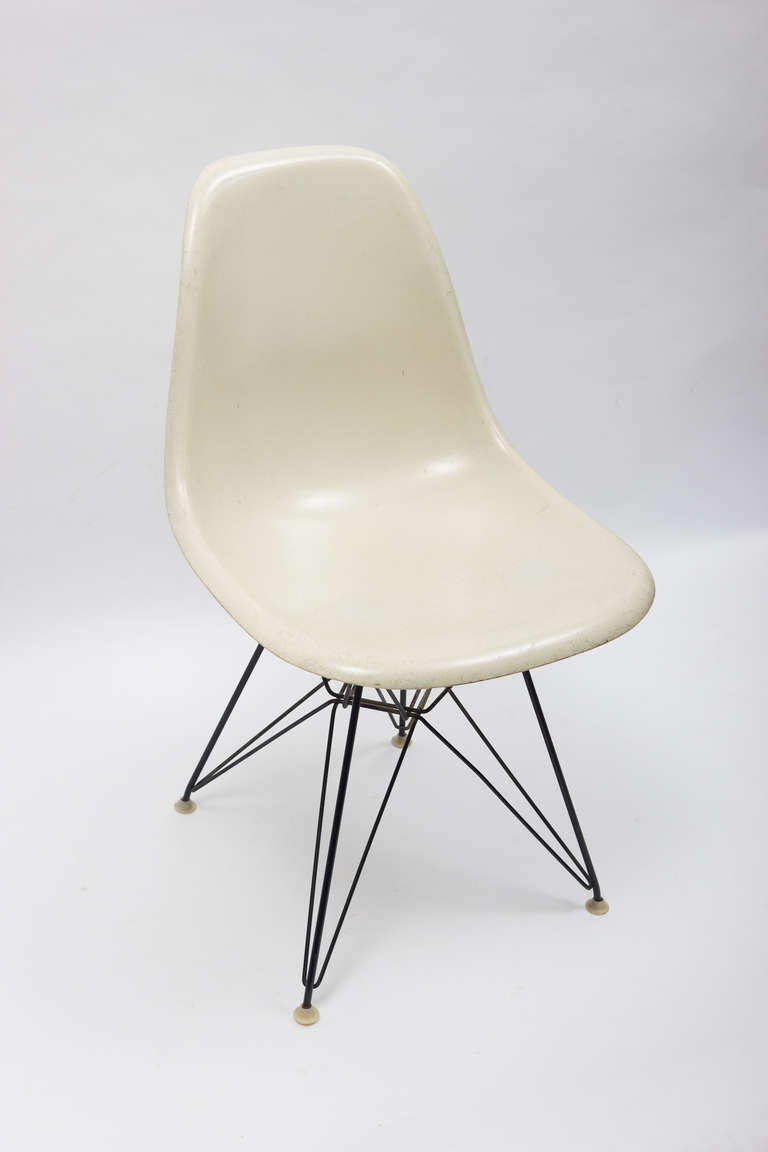 Vintage set of charles ray eames eiffel chairs for for Eiffel chair de charles eames