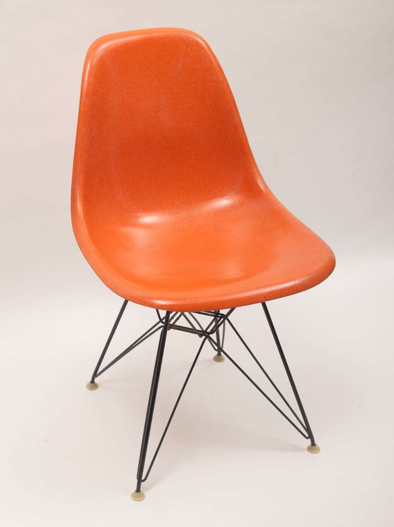 Vintage set of charles and ray eames eiffel chairs for for Chaise eiffel charles eames