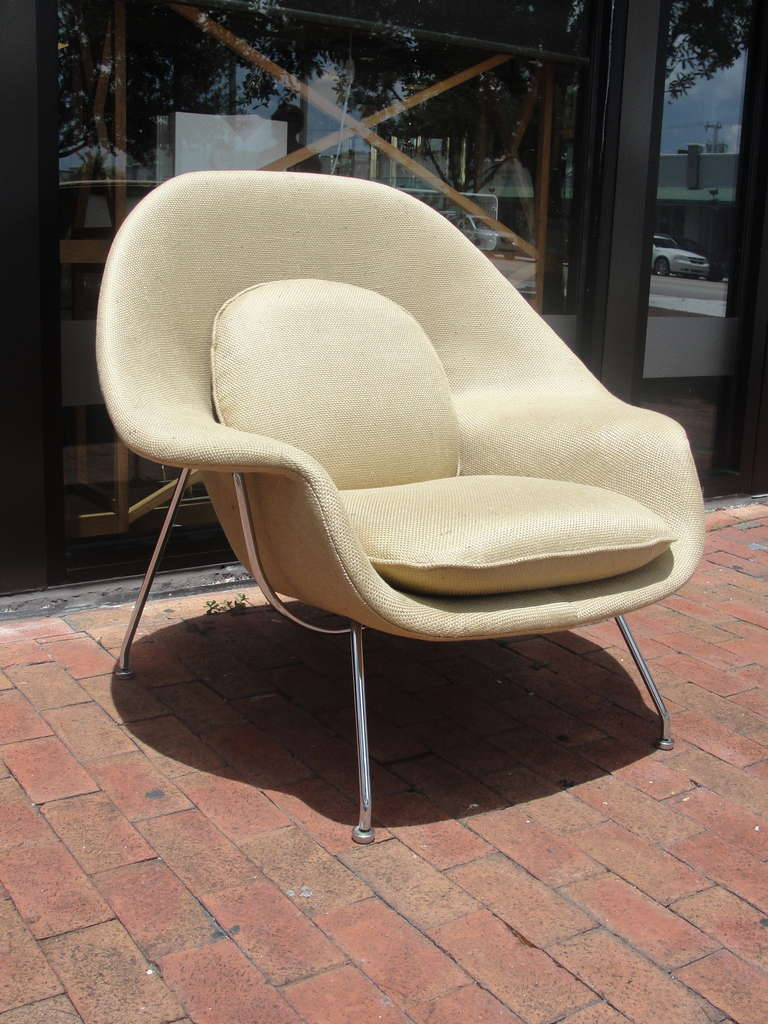 20th Century Saarinen Womb Chair and Ottoman by Knoll For Sale