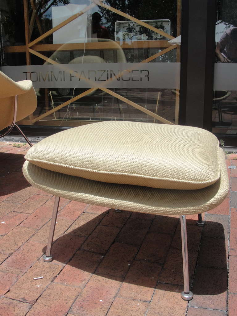 Saarinen Womb Chair and Ottoman by Knoll For Sale 3