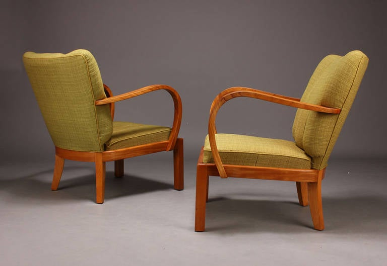 Pair of 1930s-1940s Danish Modern Elm Armchairs In Good Condition For Sale In Hudson, NY