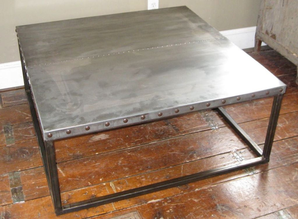 Industrial zinc top coffee table at 1stdibs for Table exterieur zinc