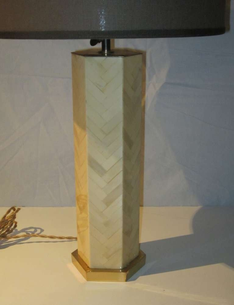 1970s Italian Faux Bone Table Lamp In Excellent Condition For Sale In New York, NY