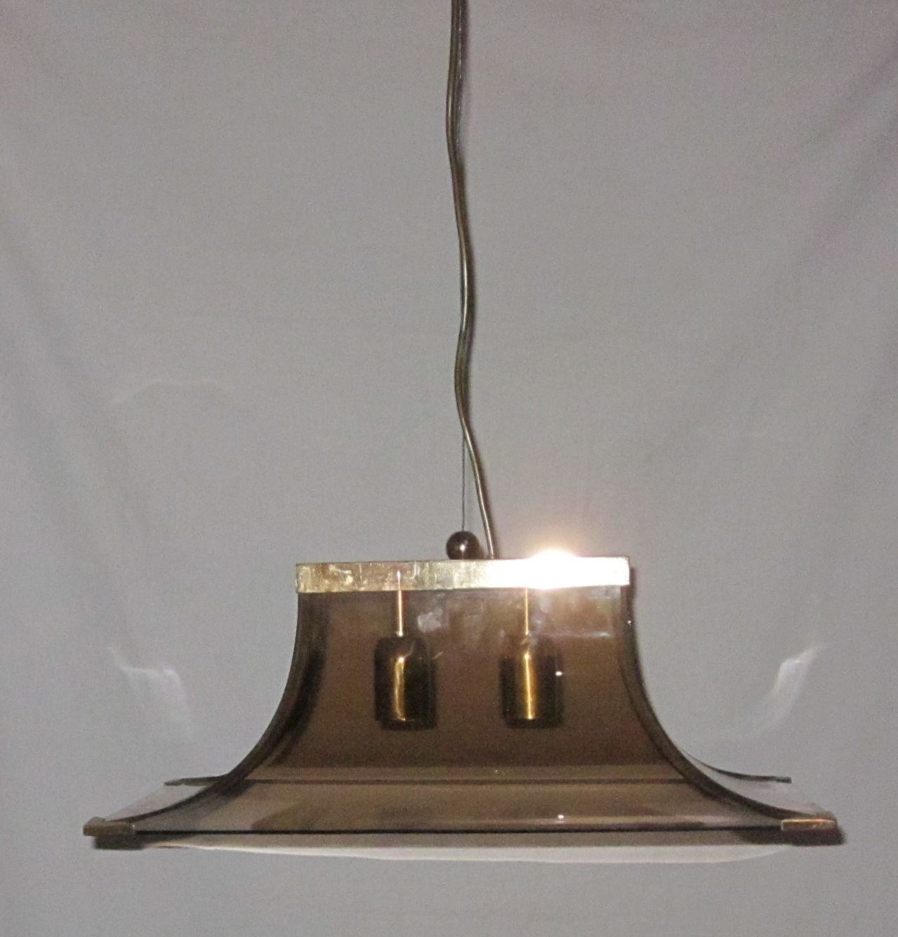 1970s Italian Smoked Taupe Curved Glass and Brass Chandelier In Excellent Condition For Sale In New York, NY