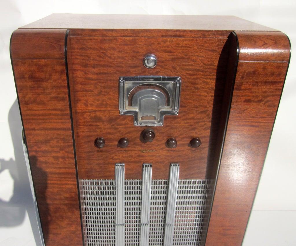 john vassos designed rca model 9k10 art deco radio for sale at 1stdibs. Black Bedroom Furniture Sets. Home Design Ideas