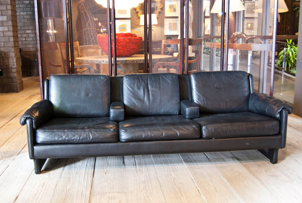 Zwarte three seater sofa at 1stdibs - Sofa zitplaatsen zwarte ...