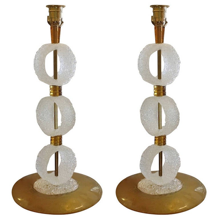 Elegant Pair of 1970s White and Gold Murano Glass Lamps For Sale