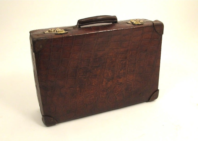 antique alligator valise for sale at 1stdibs. Black Bedroom Furniture Sets. Home Design Ideas