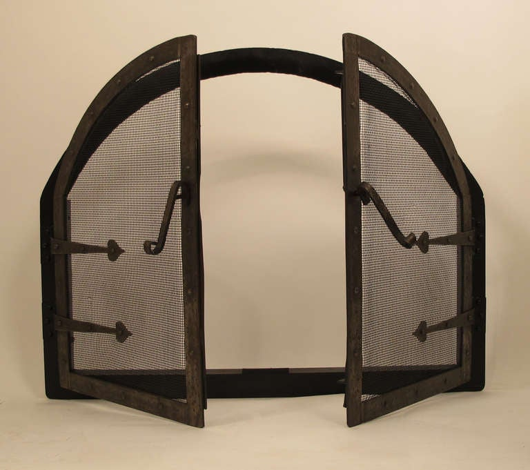 Hand-Crafted American Arts and Crafts Style Wrought Iron Fire Screen Insert For Sale