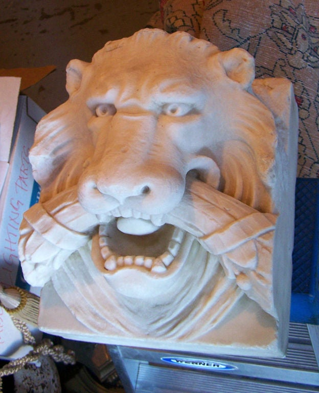 19th Century Marble Lion Architectural Element Sculpture For Sale 2