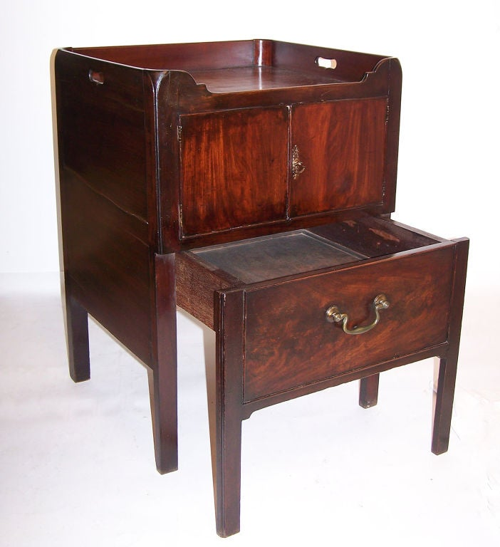 Georgian Mahogany Bedside Commode Cabinet English, circa 1830 In Good Condition For Sale In San Francisco, CA
