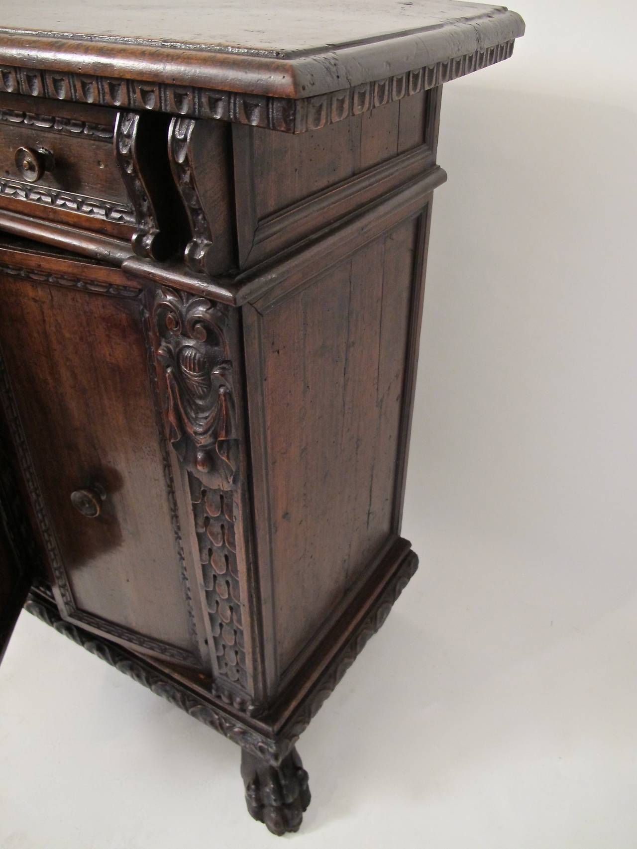 17th Century Italian Buffet or Credenza For Sale 2