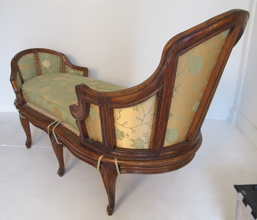 French walnut chaise longue at 1stdibs for Chaise longue french