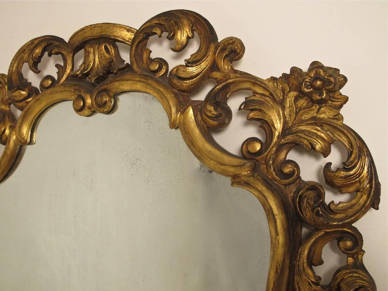 20th Century Italian Rococo Style Giltwood Mirror For Sale