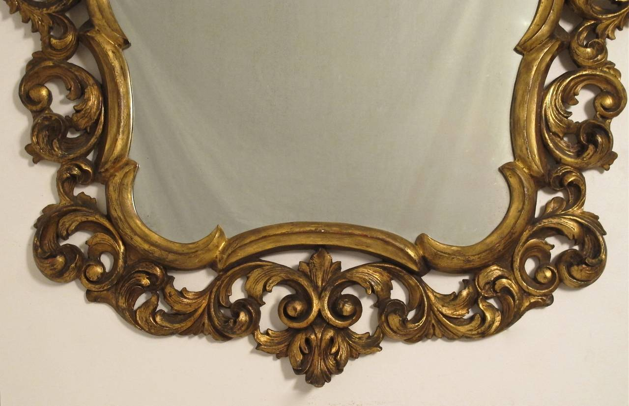 Italian Rococo Style Giltwood Mirror In Excellent Condition For Sale In San Francisco, CA