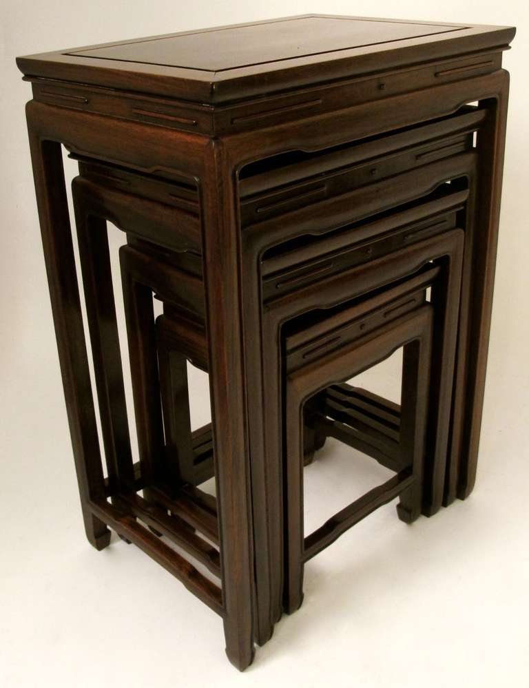 Superbe Set Of 4 Chinese Rosewood Nesting Tables In Excellent Condition For Sale In  San Francisco,