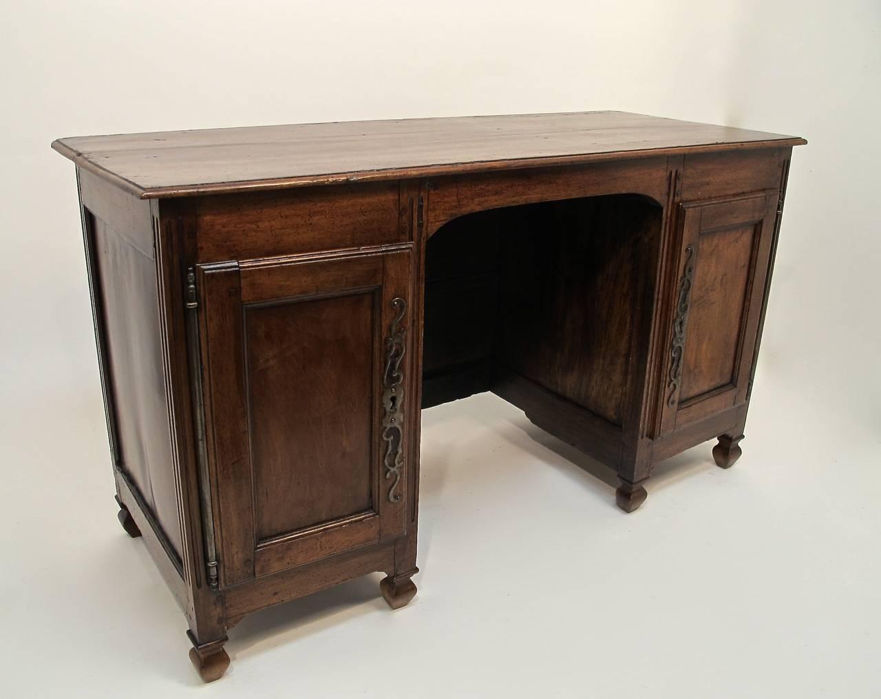 18th century french walnut desk dressing table at 1stdibs for Walnut dressing table