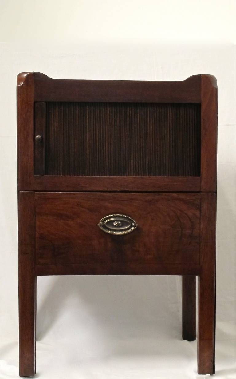 British English Georgian Mahogany Bedside Cabinet Table For Sale