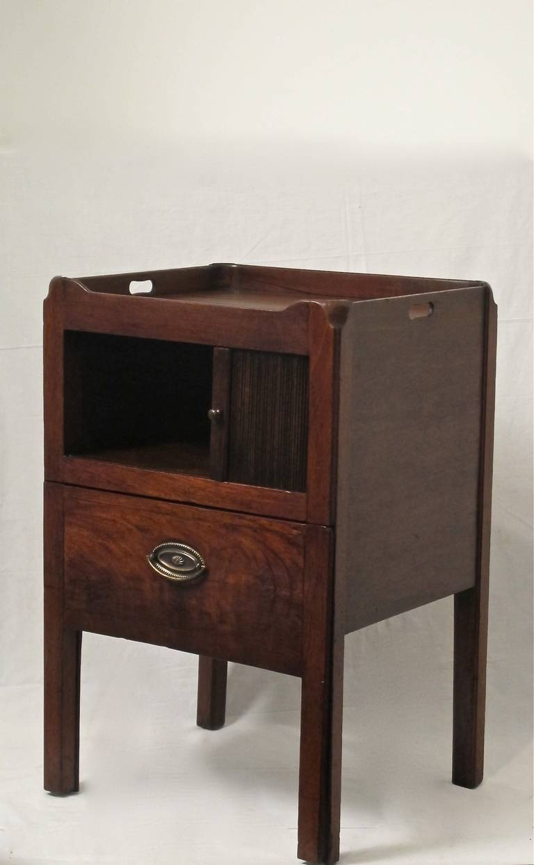 English Georgian Mahogany Bedside Cabinet Table For Sale 1