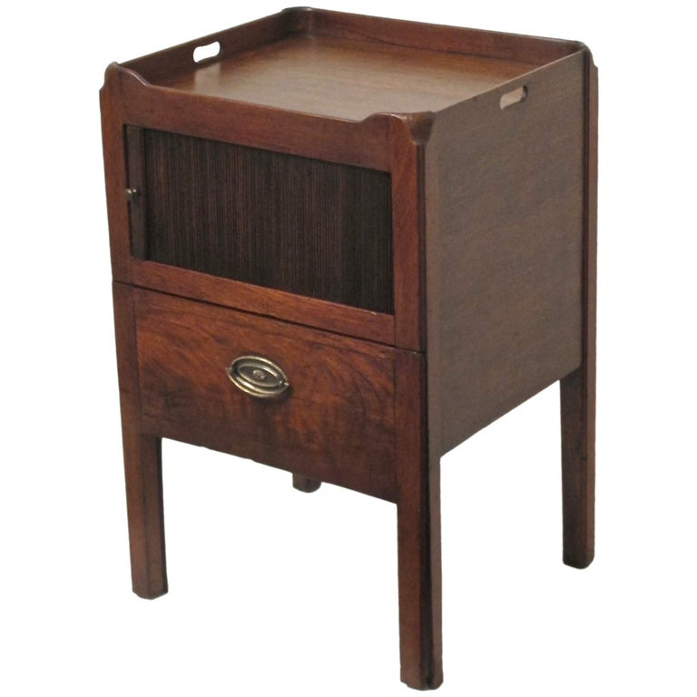 English Georgian Mahogany Bedside Cabinet Table For Sale